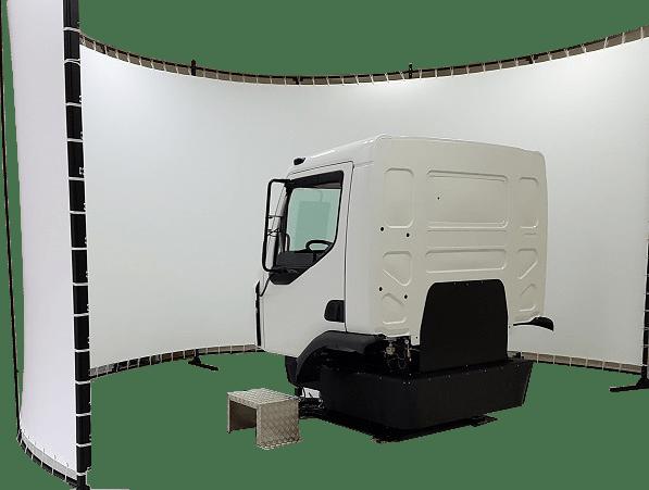Der LKW Fahrsimulator ist auf einer Motionbase gelagert und zu 100% individuell anpassbar! Vom Kompakten LKW Fahrsimulator, bis hin zum Fahrsimulator mit Kabine, lässt unser Angebot keine Wünsche offen!